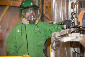 Survêtement de protection contre les produits chimiques
